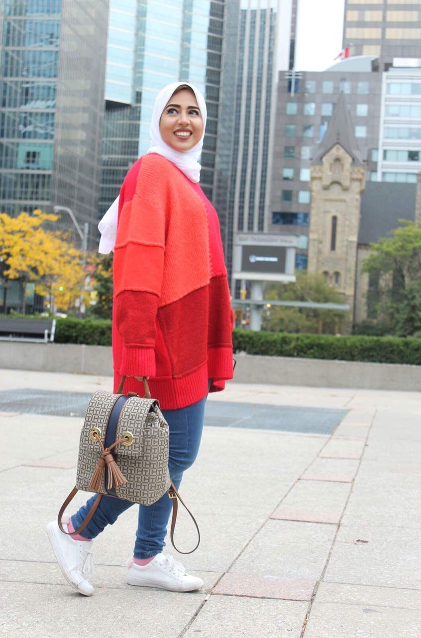 5050272df في خريف ٢٠١٧ اللون الأحمر دارج بشكل كبير وهو أكثر الألوان على بساط الموضة  في هذا الخريف .ولقوته ؛لايمكن ارتداؤه في كل المناسابات والأوقات لكن نستطيع  ادخاله ...